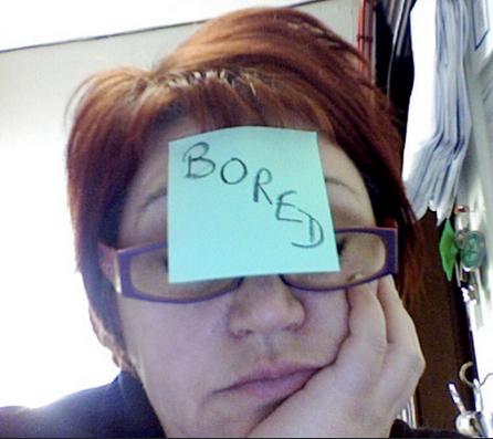 Картинка скучающего (bored) человека для статьи окончания в английском