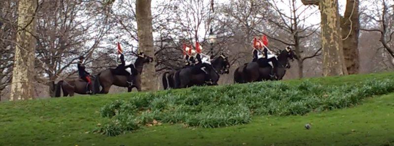 Гайд парк на английском - королевская конница